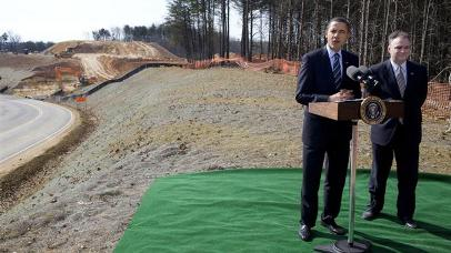 2009-02-11_obama_virginia_construction_site_post